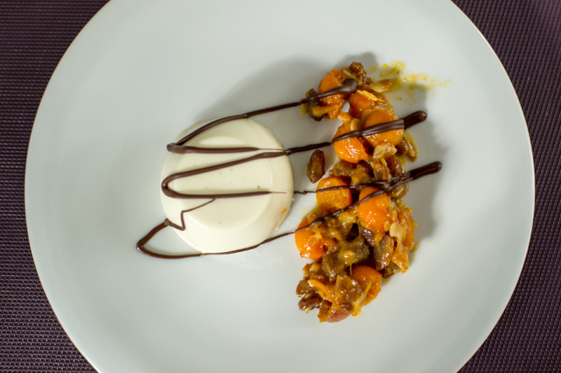Dessert: Panna Cotta mit Eisenkraut und Dattel-Kürbis-Kompott